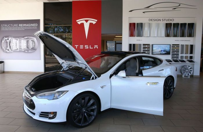 A Tesla Model S car is displayed at a Tesla showroom on November 5, 2013 in Palo Alto, California