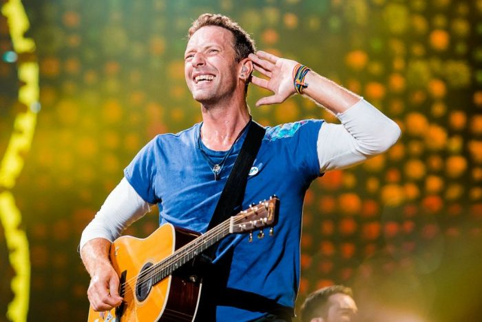 Chris Martin of Coldplay performs live on stage at Allianz Parque on November 7, 2017 in Sao Paulo, Brazil