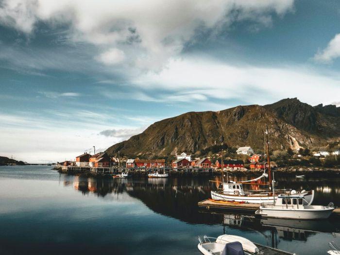 Photo overlooking lake in Ballstad, Norway