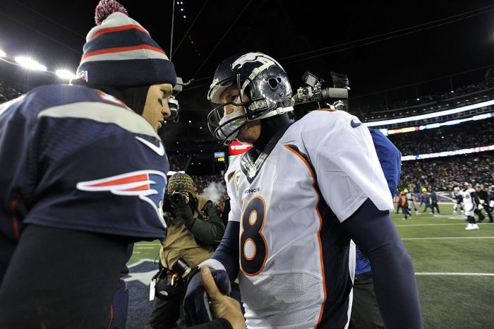 Peyton Manning and Tom Brady shaking hands after a game in 2013